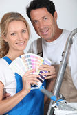 Couple choosing colours — Stock Photo
