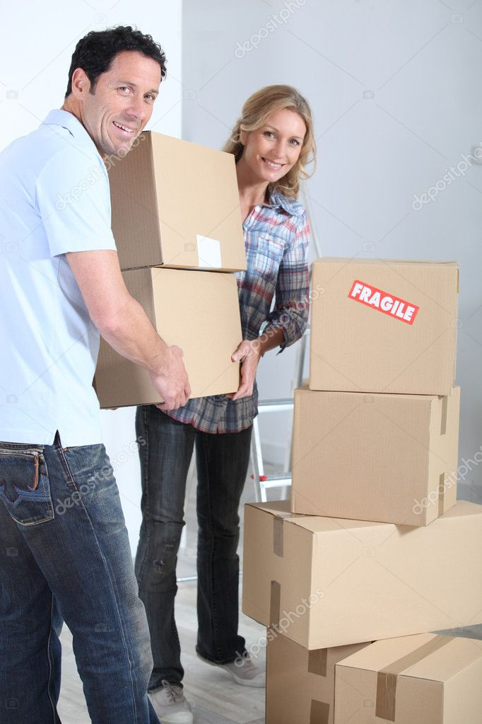 Couple stacking boxes — Stock Photo #8101231
