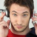 homme avec écouteurs et téléphone portable — Photo