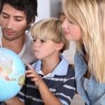 Family, reading, globe — Stock Photo