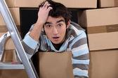 Trabajador sorprendido logística — Foto de Stock