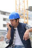 Construtor no walkie-talkie — Foto Stock