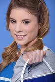 Ritratto di una bella ragazza che tiene la vernice può — Foto Stock