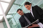 Ceo and assistant standing outdoors — Stock Photo