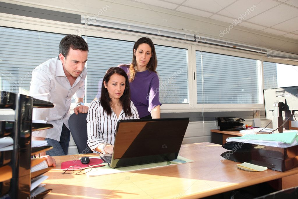 Colleagues in front of laptop — Stock Photo #8128745