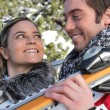 Smiling young couple at ski - Stockfoto