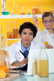 Kids performing science experiment — Stock Photo