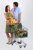 Portrait of a couple buying fruit and vegetables — Stock Photo