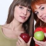 chicas sosteniendo manzanas — Foto de Stock