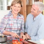 Mature couple preparing vegetables — Stock Photo