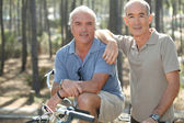 Portrait of two friends on bikes — Stock Photo