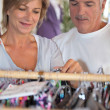 A middle age couple shopping for clothes. — Stockfoto