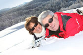 Middle-aged couple skiing — Stock Photo