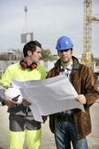 建筑工人看网站的计划 — 图库照片