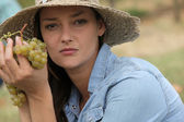 Woman holding grapes — Stock Photo