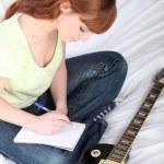 歌曲作者与一把吉他 — 图库照片 #8332135