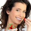 Woman eating strawberries — Stok fotoğraf #8334978