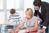 Alunos e professor em classe — Fotografia Stock