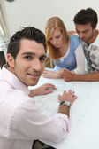 Agent shows home buyers — Stock Photo