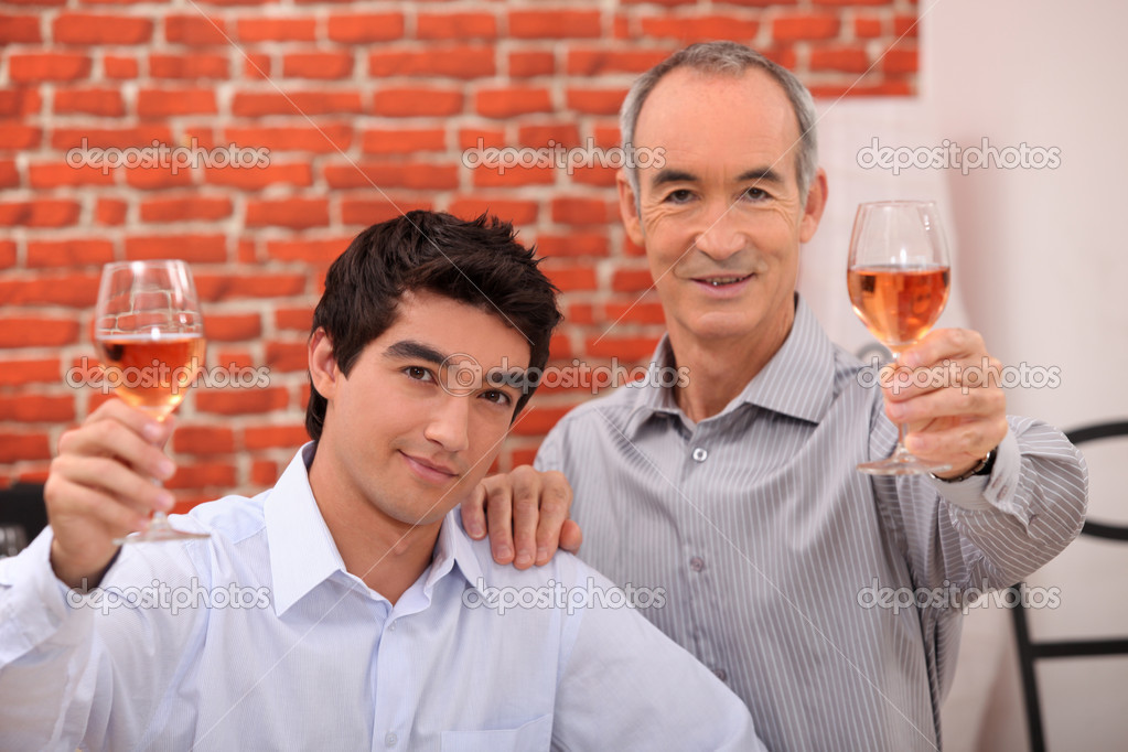 Two men drinking rose — Stock Photo #8340037