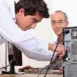 Man fixing a computer — Stockfoto