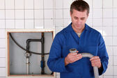 Skilled worker replacing defective pipe — Stock Photo