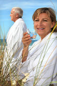 Couple relaxing by the sea — Stock Photo