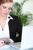 Sekreterare tar ett meddelande — Stockfoto