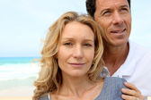Closeup of couple on the beach, man looking to the sky — Stock Photo