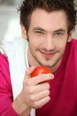 Portret van een man met een tomaat — Stockfoto