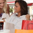 Friends stopping for a drink during a shopping trip — Stock Photo