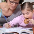 Foto Stock: Little girl doing homework