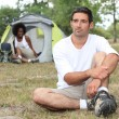 Foto Stock: Relaxed couple camping