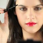 Woman applying mascara — Stock Photo