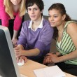 Teenagers looking at a computer screen — Stock Photo