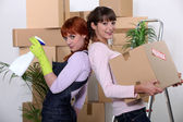 Young women cleaning out their apartment on moving day — Stock Photo