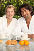 Couple having breakfast in their garden — Stock Photo