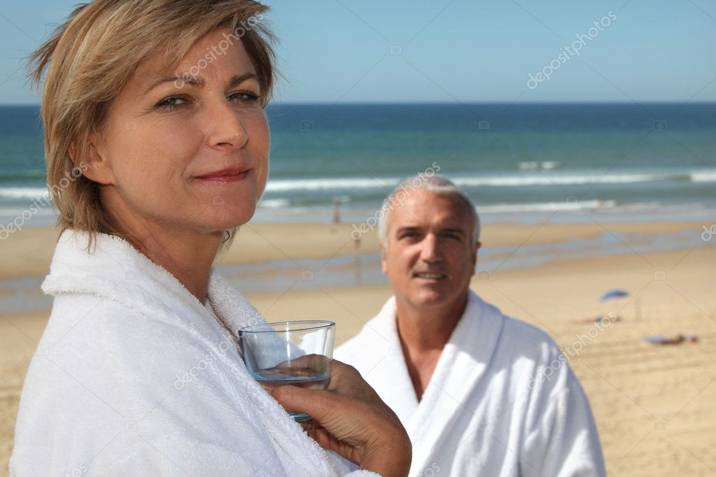 Mature couple in thalassotherapy resort — Zdjęcie stockowe #8422436