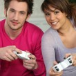 A couple playing video games — Stock Photo