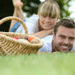 Couple relaxing in the park — Stock Photo