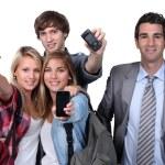 telefonları gösterilen gençler — Stok fotoğraf