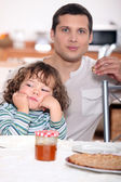 Father having crepes with his child — Stock Photo