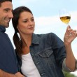 Couple tasting wine in field — Stock Photo