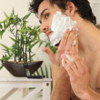 Man applying shaving foam — Stockfoto