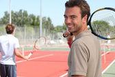 Gülümseyen tenisçi — Stok fotoğraf