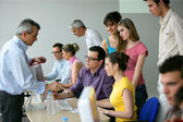 Businesspeople su un'istruzione formazione — Foto Stock