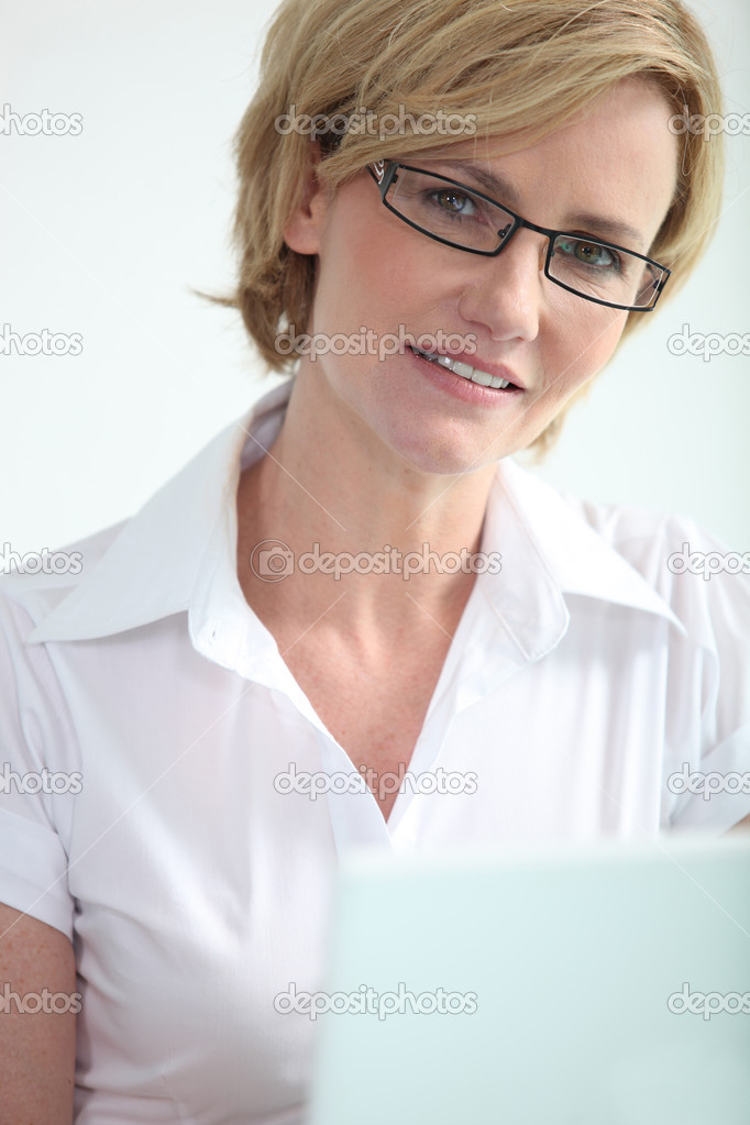 Blonde woman with glasses — Stok fotoğraf #8475284