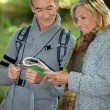 Couple orienteering — Stock Photo