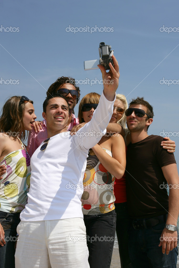Group of friends taking self-photo — Stock Photo #8487204