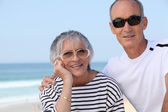 Elderly couple by the seaside — Stock Photo